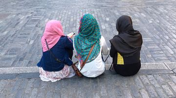 Parents hit back at hijab ban for students at primary school