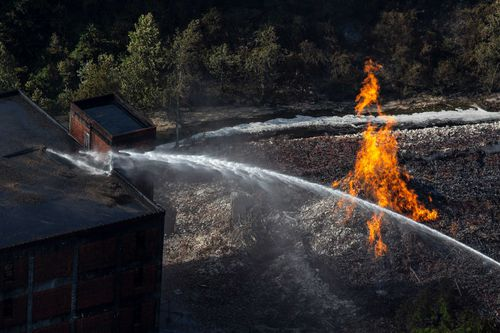Firefighters let the blaze at a Kentucky Jim Beam plant burn through to the next day to minimise alcohol run off in nearby waterways.