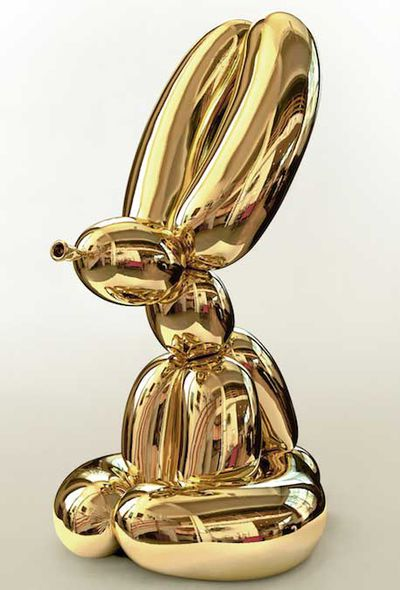 Statue by Jeff Koons