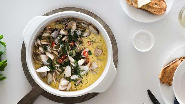 Drunken garlic clams