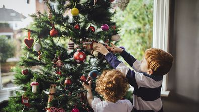 Budget ideas for decorating a Christmas tree.