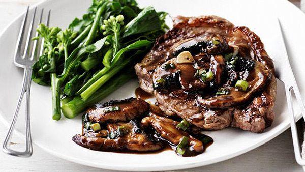 Steak with quick Asian mushroom sauce