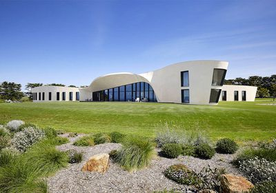 Peachy The Best Australian Luxury Homes For Sale Right Now Home Interior And Landscaping Ponolsignezvosmurscom
