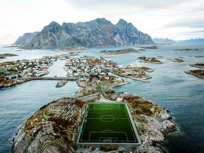 <strong>Henningsvær Stadion, Loftofen, Norway</strong>
