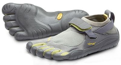 <strong>Vibram FiveFingers (1999)</strong>