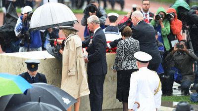 Prince Charles and the Duchess of Cornwall lay a wreath alongside Governor General Sir Peter Cosgrove and his wife Lynne, they will then lay a wreath at The Tomb of the Unknown Soldier. (AAP)