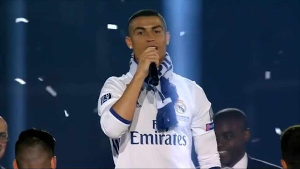 Ronaldo chants for himself to win Ballon d'Or