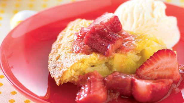 Apple pie with rhubarb and strawberry sauce