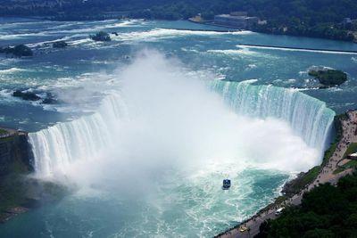 <strong>8. Niagara Falls Tour – Niagara Falls, Canada</strong>
