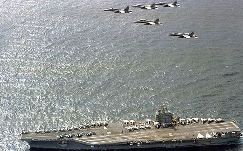 The aircraft carrier USS Nimitz is heading to the Pacific. (Photo: AP).