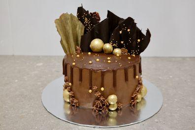 Coles, Woolworths, mud cakes
