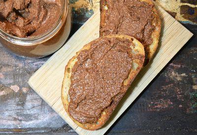 Dairy-free 'Nutella' choc-hazelnut spread