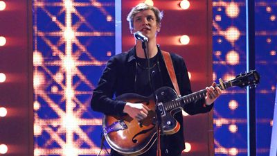 George Ezra performs. (Getty)