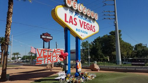Tourists have left tributes at the famous Las Vegas sign. (9NEWS)