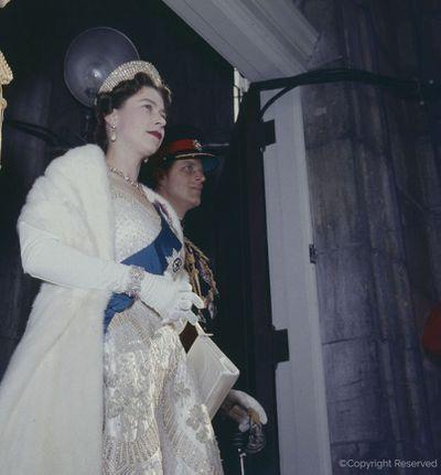 Queen Elizabeth II: Diamond wedding bracelet