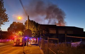 Warehouse fire in Sydney's north under control, eight people evacuated