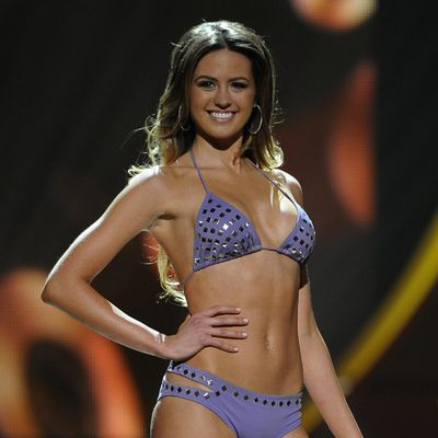 2010: Jesinta Campbell