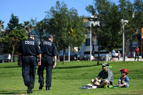 NSW Police ask people to move on while patrolling during the Easter Long Weekend at Bondi Beach in Sydney, Sunday, April 12, 2020. (AAP Image/Joel Carrett) NO ARCHIVING
