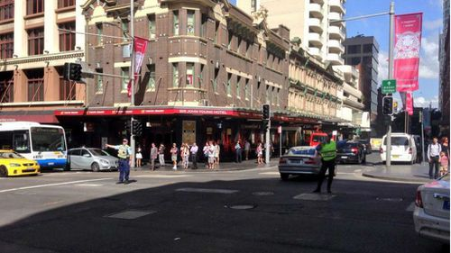 Police on traffic duty at intersection of George St and Liverpool St.(9NEWS)