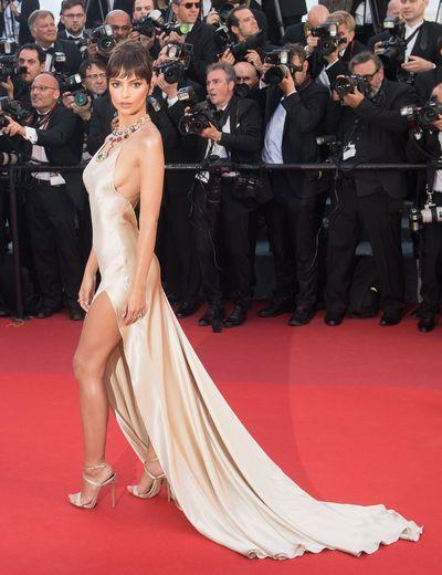 Emily Ratajkowski in Twinset Simona Barbieri  with statement jewels from Bulgari at the 2017 Cannes Film Festival