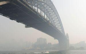 Sydney smoke: Air quality drops to 'hazardous' as bushfire haze blankets city
