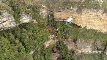 Glass floor cable car ride offers breathtaking view of Blue Mountains