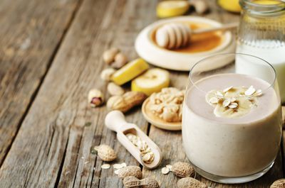 <strong>Banana, peanut butter and oat smoothie</strong>