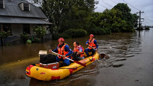SES rescue Windsor residents as their homes become isolated and inundated as the Hawkesbury River floods across the region