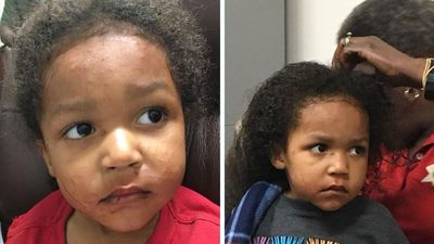 Toddlers survive alone for days after car wreck kills mother