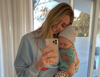 Jennifer Hawkins with her daughter Frankie selfie