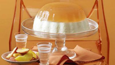 Peach and yoghurt jelly