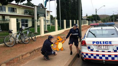 Queensland Police escorting a Charmander from a local primary school in Mount Isa. (Qld Police)