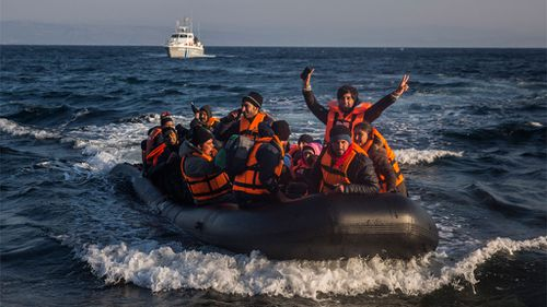 NATO warships to crack down on people-smugglers in Aegean SEa