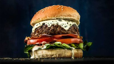 """<a href=""""http://kitchen.nine.com.au/2016/09/14/14/22/blue-cheese-beef-burger-with-creamy-mushroom-sauce"""" target=""""_top"""">Beef burger with blue cheese, pancetta and creamy mushroom sauce</a>"""