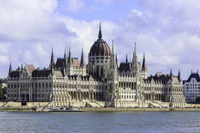 <strong>10.&nbsp;Parliament&nbsp;&ndash; Budapest, Hungary</strong>