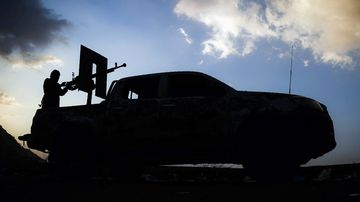 A Yemeni tribesman supporting forces loyal to Yemen's Saudi-backed President Abedrabbo Mansour Hadi, stands on the back of a pick-up truck on November 15, 2016. (AFP)