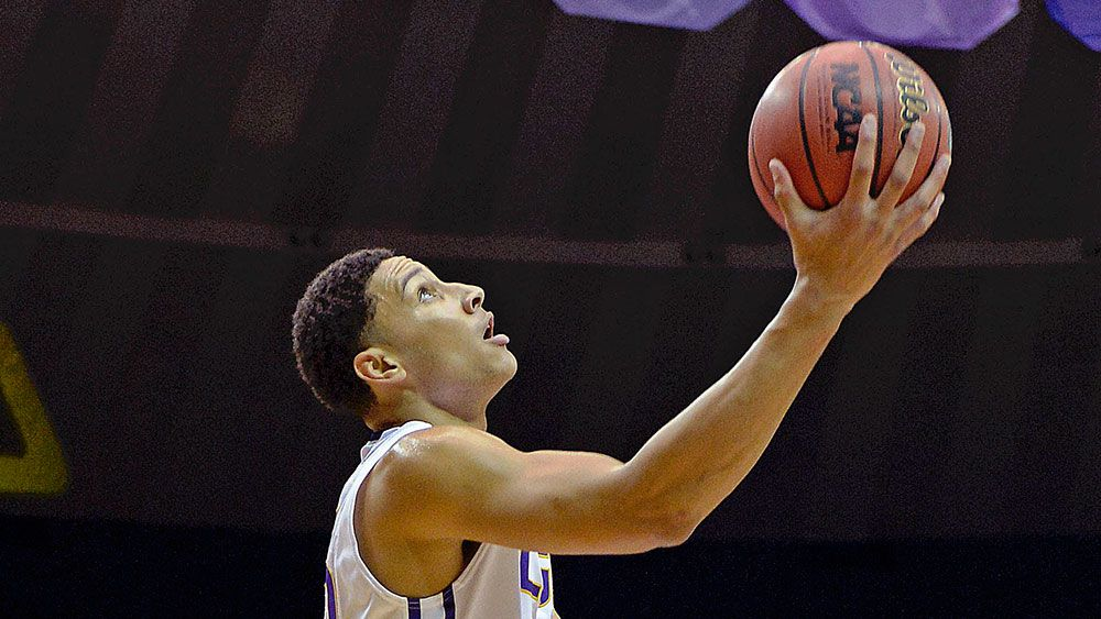 Simmons stars in LSU victory