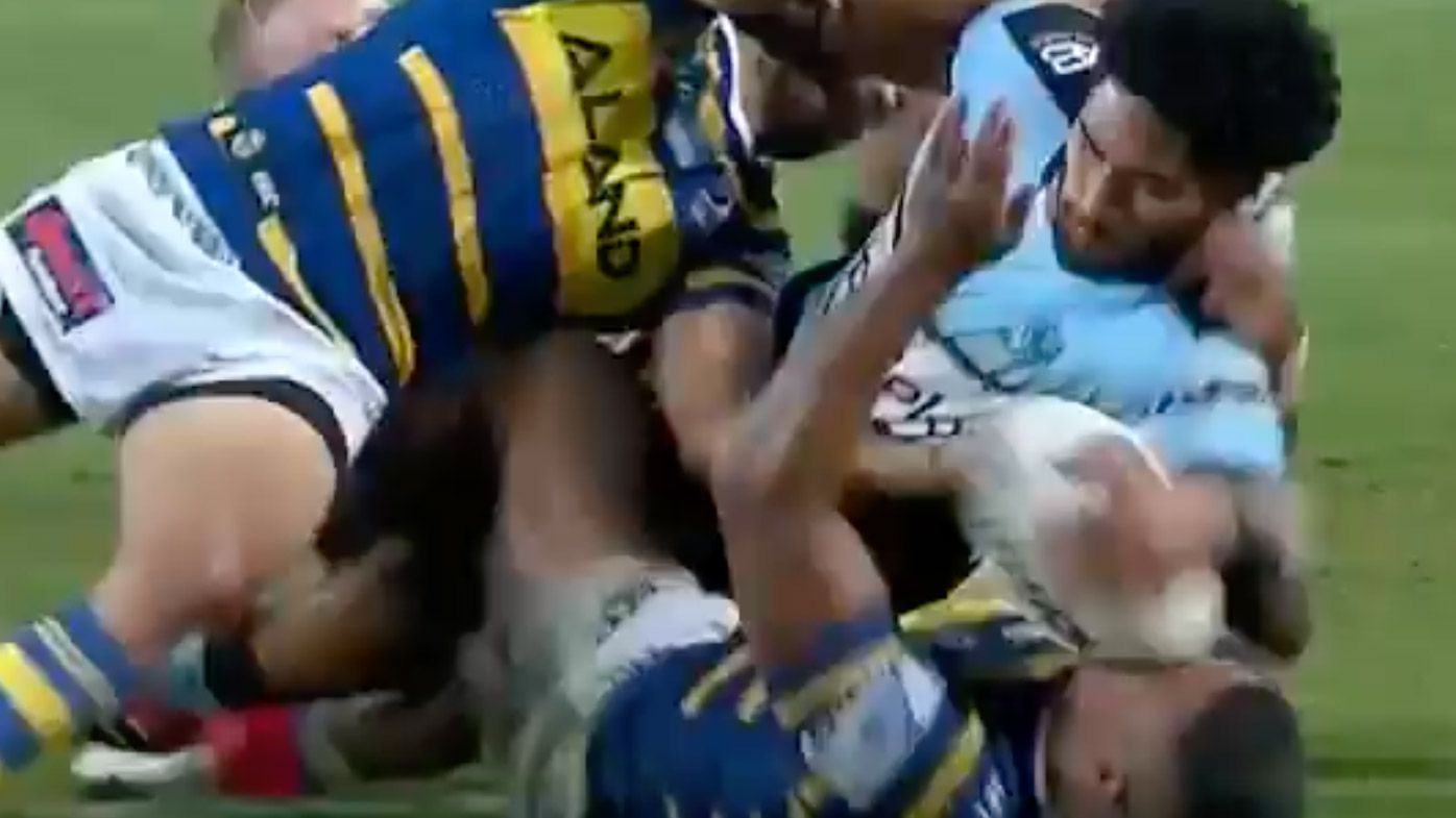 Ricky Leutele slams the ball into Michael Jennings' head