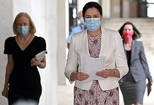 Jeannette Young, Annastacia Palaszczuk and Yvette D'Ath (Getty)