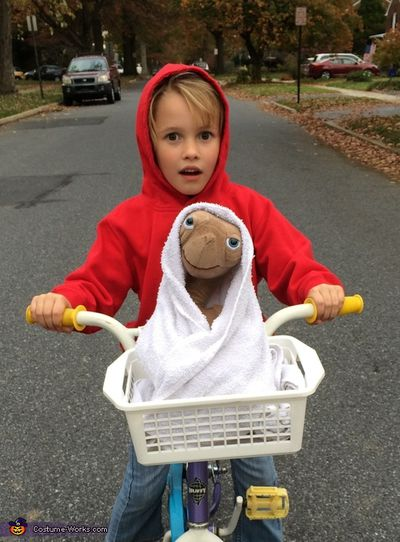 E.T. & Elliott - red hoodie, alien toy, white towel, bike, basket - 'nuff said.