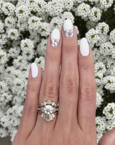 <p>White nails with a mosaic trimming make a perfect nail look.</p>