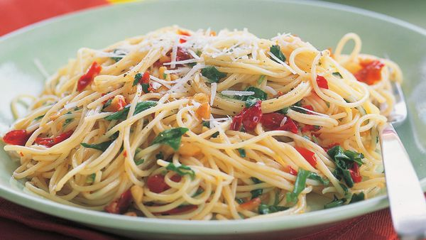 Spaghettini with rocket, pine nuts and sundried capsicum