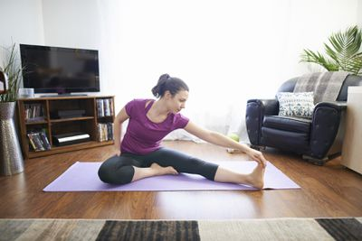 <strong>Single leg sitting hamstring stretch</strong>