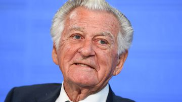 """Former Australian Prime Minister Bob Hawke speaks at the National Press Club during the book launch of Gareth Evans' memoir """"Incorrigible Optimist"""" in Canberra. (AAP)"""