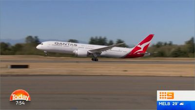 Passengers pack for first non-stop Aus to UK flight