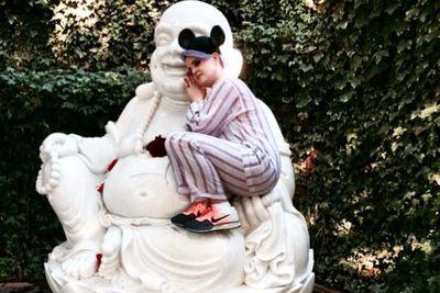@braydonsza: Mis Kelly warming up to Buddha @kellyosbourne #birthdayVibes