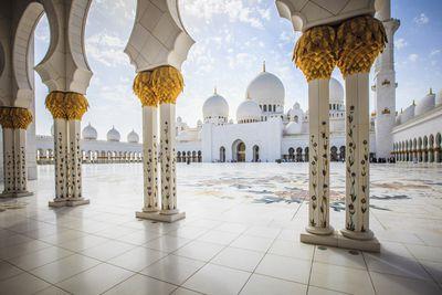 <strong>3.Sheikh Zayed Mosque– Abu Dhabi, United Arab Emirates</strong>