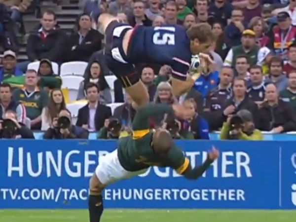 Brutal aerial collision at Rugby World Cup