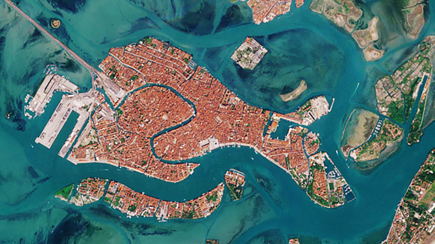 The European Space Agency has released two satellite images, one year apart, of Venice, showing the impact the coronavirus lockdown has had on its usually heaving waterways.