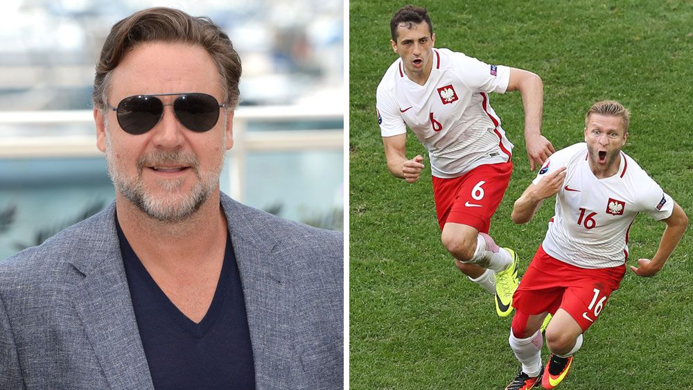 Russell Crowe supports Poland at Euro16